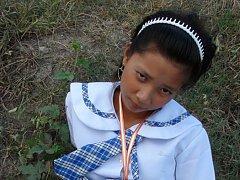Filipina schoolgirl fucked outdoors in open field...