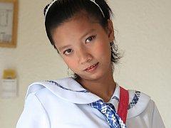 Lovely Filipina teen schoolgirl strips naked for t...