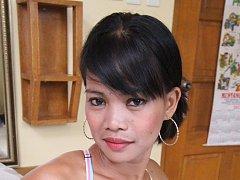 Filipina webcam slut meets foreigner for wild sex...
