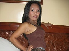 Older Filipina still has nice tits and ass to offe...
