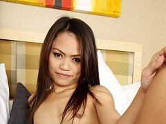Thai stunner gets soft-haired pussy fucked by fore...